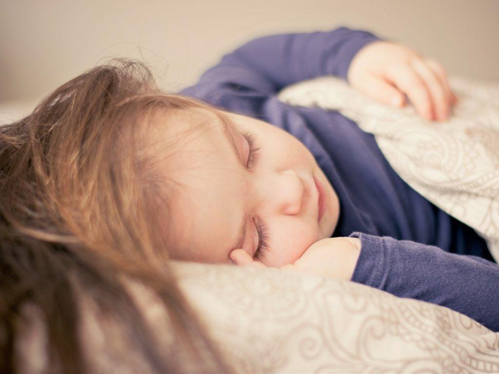 Colecho: niña durmiendo